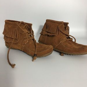 Women Classic Minnetonka Fringed Boots